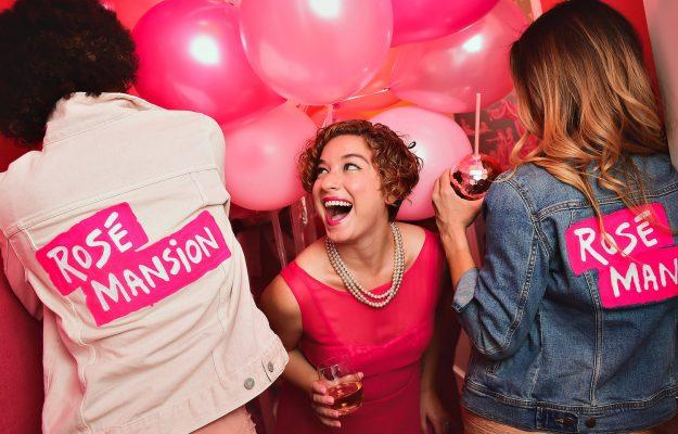 """Altro che moda passeggera, tra Usa e rosati è amore vero: a New York la """"Rosé Mansion"""""""