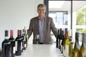 Il mercato del vino britannico: consumi in calo ma cresce in valore, primi passi della produzione UK