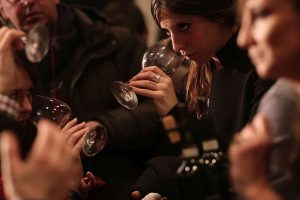 "Creating a ""Science of Wine Tastes"" to synchronize the language ​​of experts and non-experts"