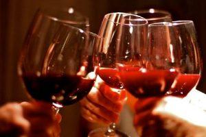 Gallup: la birra è ancora la preferita dai consumatori Usa, ma 3 americani su 10 scelgono il vino