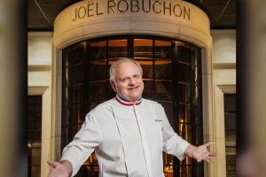 """Si è spento il """"genio"""" della cucina francese: Joël Robuchon, lo chef più stellato al mondo"""