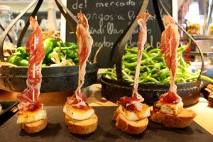 Le esperienze culinarie da non perdere per Lonely Planet: i Pintxos al vertice, la pizza in top 10
