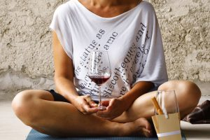 """C'è il vino da meditazione, poi c'è chi medita sul vino, e chi, invece, pensa allo """"yogawine"""""""