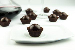 Vino e cioccolato, l'esclusivo incontro in Calaf, praline fondenti con gocce di prelibati vini