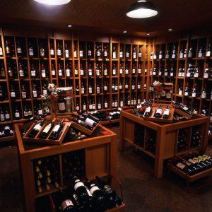 Vinarius: nelle enoteche italiane vola il vino francese, le bollicine la categoria più performante