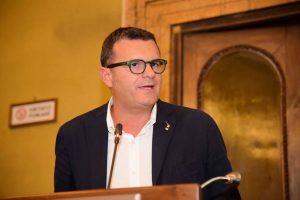 Un bollino che certifichi le aziende libere dal caporalato: a WineNews il Ministro Centinaio