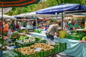 Italia leader nella rete di mercati contadini: a Terra Madre i numeri di Coldiretti/Ixè e Ismea