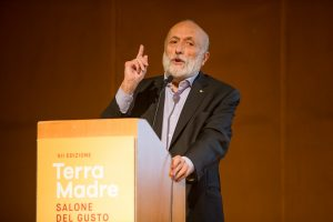 """""""Il made in Italy per essere credibile deve essere consumato dagli italiani"""": così Carlo Petrini"""