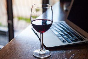 I consumi interni corrono online: wine & spirits verso i 200 milioni di euro entro il 2023