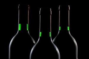 """Ancora frodi: a Imola sequestrati 20.000 ettolitri di vino """"fantasma"""", multa da 1,8 milioni di euro"""