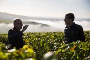 Dom Pérignon, dopo 30 anni lo Chef de Cave Richard Geoffroy lascia il posto a Vincent Chaperon