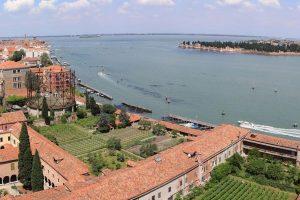 Il vino nelle religioni nello scenario mistico della Chiesa di San Francesco della Vigna a Venezia