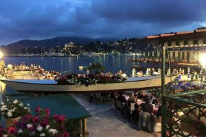 """""""Una risata ci ricostruirà"""": i ristoranti distrutti dalla mareggiata in Liguria insieme a Rapallo"""