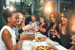 Il mangiare fuori casa è un mercato che vale 78 miliardi di euro: i dati Censis-Coldiretti