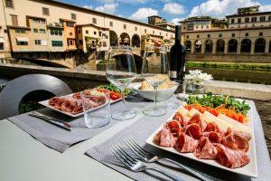 L'Italia è la meta più desiderata al mondo. Grazie al cibo, che batte l'arte, anche nel budget