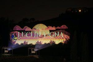 """Cecchi accende le """"Luci in Vigna"""": nel Chianti Classico una delle proiezioni ambientali più grandi"""