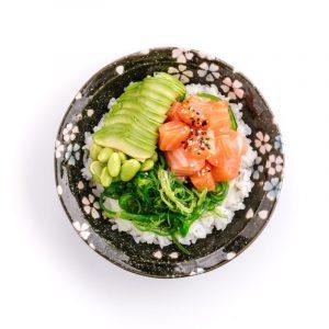 Il piatto più ordinato nel mondo? Pad Thai. In Italia? Poke Bowl Salmone di Pokèria By Nima a Milano