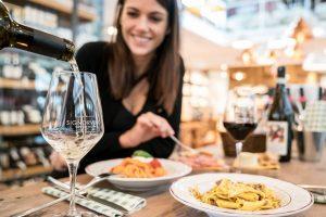 Gli italiani ed il vino in enoteca: dati e tendenze dell'Osservatorio Signorvino-Nomisma