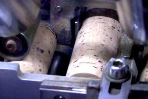 Piccolo, e all'apparenza semplice, il tappo di sughero è un concentrato di tecnologia