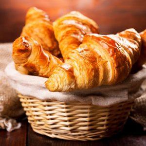 Dal cornetto al caffè, viaggio tra miti e leggende degli alimenti simbolo della colazione italiana
