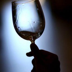 """Estate rovente per le frodi in tavola, con il vino al centro: operazioni """"Opson VIII"""" e """"Bad Juice"""""""