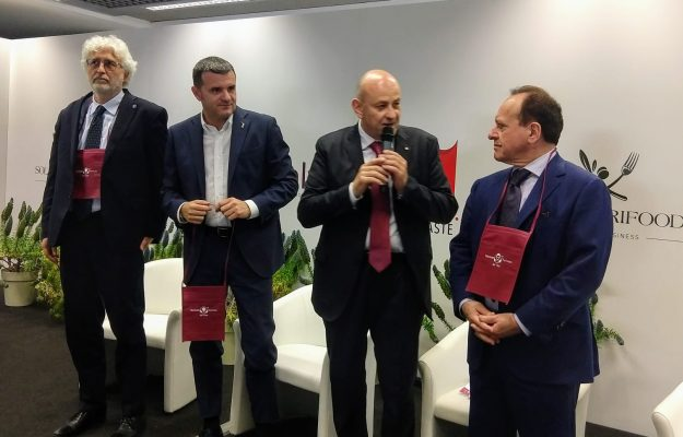 ENOTURISMO, GIAN MARCO CENTINAIO, GIOVANNI MANTOVANI, MOVIMENTO TURISMO VINO, VINITALY, Italia
