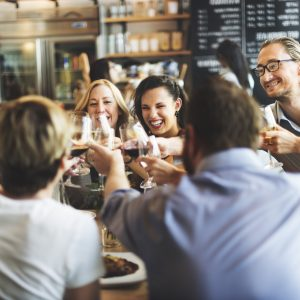 Educazione a tavola, paesi diversi regole diverse: da TheFork, consigli per impeccabili viaggiatori