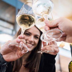 Osservatorio Signorvino: il wine lover beve sempre più bollicine (e spende di più)