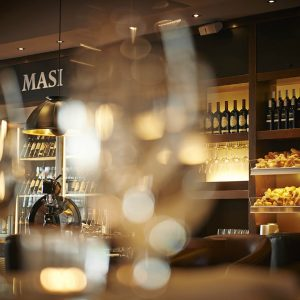 """""""Private label"""" wine shops: between wine bars, stores and restaurants, more and more wineries invest in them"""