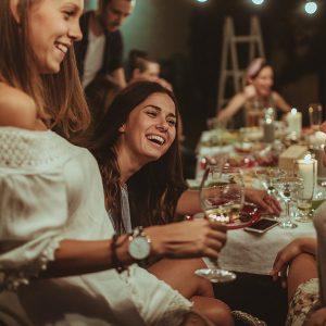 """Nel mondo cala la conoscenza del vino, ma tra i consumatori si scopre più """"democratico"""""""
