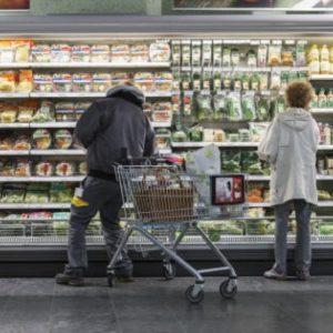 Gdo, rallentano le vendite nei supermercati: gli italiani scoprono i negozi di vicinato