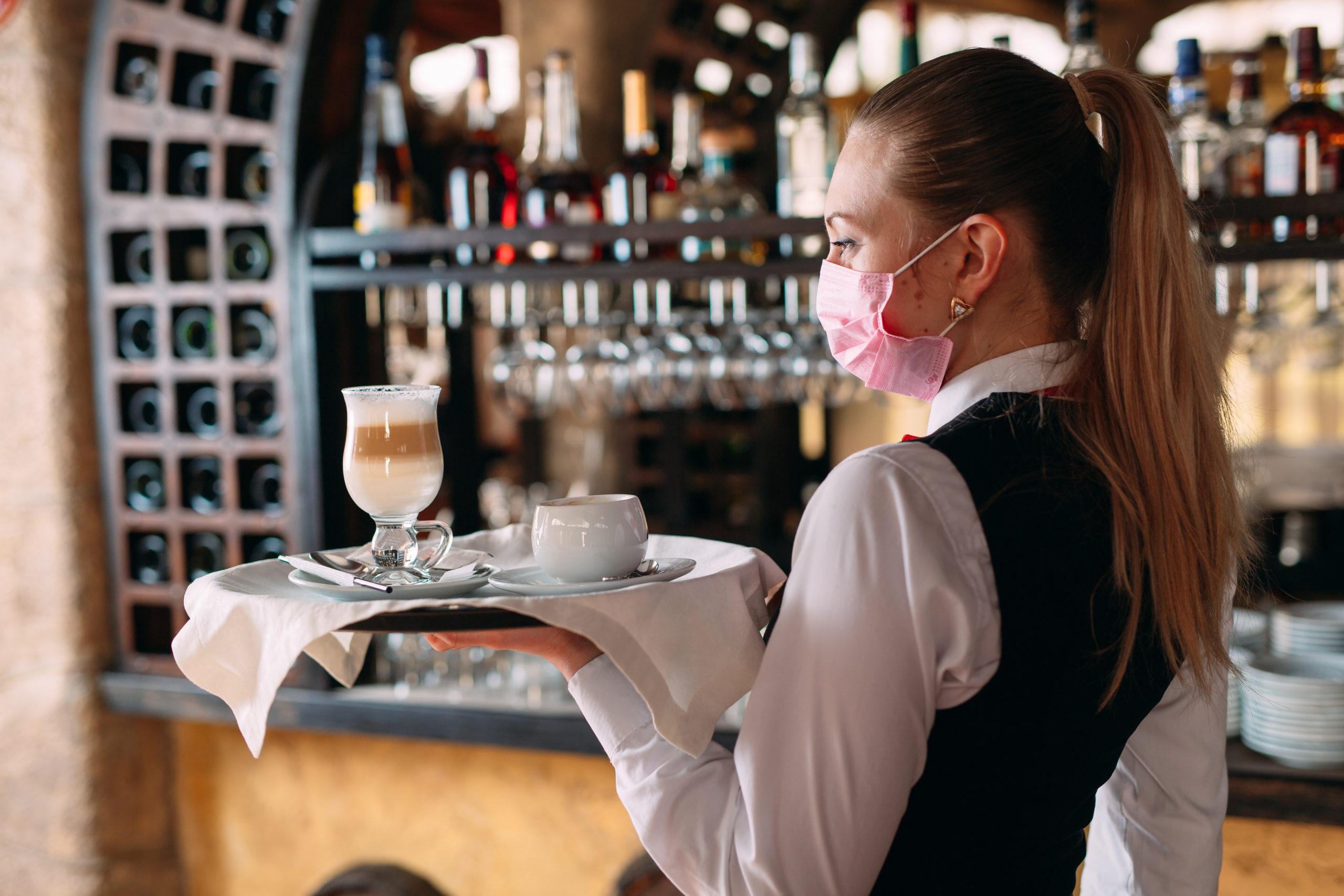 Ristoranti e bar: ad un mese dalla riapertura, incassi ancora dimezzati - WineNews