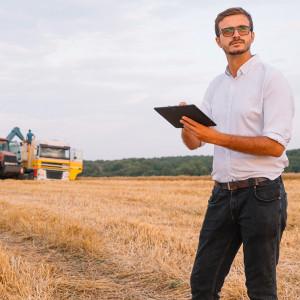 Addio colletto bianco, i giovani hanno il pollice verde: record di imprese agricole under 35