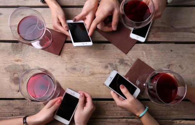 CONSUMATORI, E-COMMERCE, WEB, WINE INTELLIGENCE, WINE LOVERS, Mondo