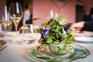 Rassicurante e sorprendente, sempre protagonista: il grande vino italiano nei ristoranti stellati