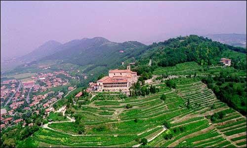 Winenews la franciacorta tra torri medievali e ville for Planimetrie del paese di collina