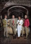 Piero Antinori con le figlie Albiera Allegra e Alessia nella cantina di Tignanello