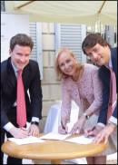 Nicola Bedin dell�Universit� San Raffaele, Marilisa Allegrini presidente Iswa e  Stefano Barrese di Intesa San Paolo firmano il battesimo del Master in Filosofia del Cibo del Vino