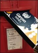 La bottiglia di vino a dimensione di cassetta delle lettere di Garcon Wines dall'Inghilterra